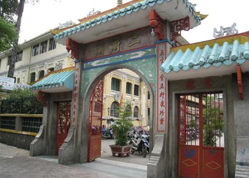 chuaongbontrenduonghaithuonglanong-13515