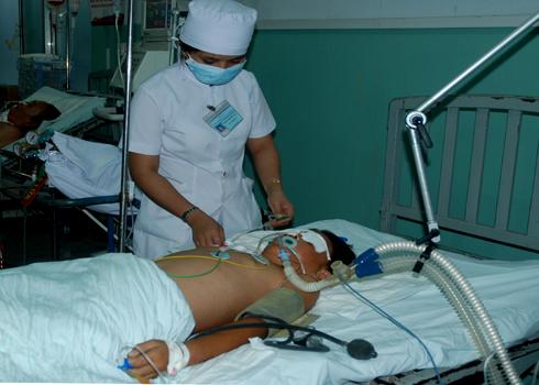 Mặc dù tận tình cứu chữa nhưng các y, bác sĩ Bệnh viện đa khoa TW Quảng Nam không thể cứu Nguyên thoát chết. Ảnh: Trí Tín