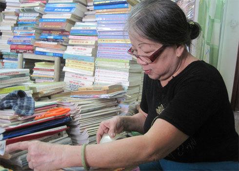 Bà chủ cửa hàng sách