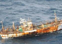 'Tàu ma' của Nhật bị bỏ rơi