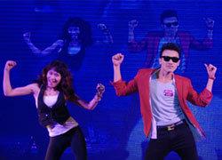 Nam sinh nhảy Gangnam Style vô địch Facelook