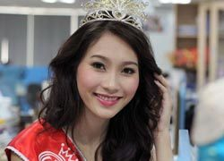Hoa hậu Đặng Thu Thảo là đại sứ an toàn giao thông
