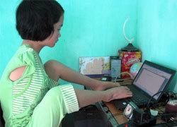 Cô bé không tay mơ thành kỹ sư công nghệ thông tin