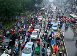 Hàng nghìn người chôn chân dưới trời mưa