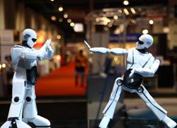 Robot nhảy Việt Nam gây ấn tượng tại triển lãm quốc tế