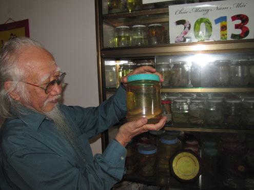 Trong bộ sưu tập của mình, tiến sĩ Tự có gần 200 tiêu bản các loài cá khác nhau. Nhiều tiêu bản là loài mới được thế giới công nhận. Ảnh: Nguyên Khoa