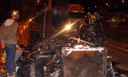 Container cháy rụi trên đường