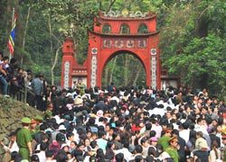 Ngăn chặn 'chặt chém', tắc đường tại lễ hội đền Hùng