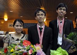 Chàng trai vàng Olympic Vật lý 'học theo cảm hứng'