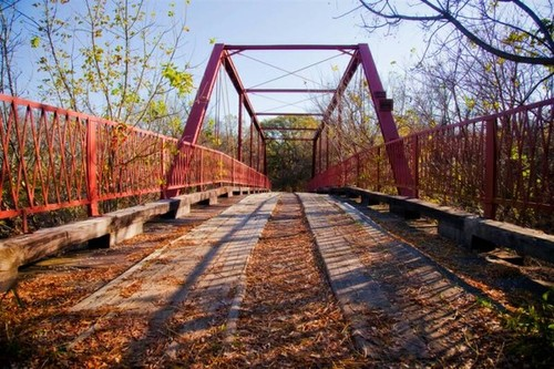 Khung cảnh cây cầu Old Alton ma ám.
