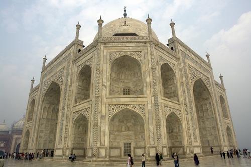 Side-View-Taj-Mahal-Agra-India-137308034