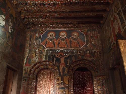 Thánh George chính là người giám sát công việc của những thiên thần đó. Có lẽ bởi vậy mà công việc xây dựng Lalibela được hoàn thành với tốc độ nhanh đáng kể, khoảng 23 năm và nhà thờ còn được biết với cái tên khác là nhà thờ Thánh George.
