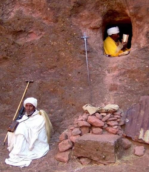 Nhờ kiến trúc ấn tượng và những ảnh hưởng của Kitô giáo nên nhà thờ này đã được UNESCO công nhận là Di sản thế giới vào năm 1978. 5 năm trước, UNESCO đã quyết định cho dựng các tấm phủ để bảo vệ một phần của công trình này.   Theo các chuyên gia, việc này có thể sẽ khó coi nhưng lại rất quan trọng cho việc bảo vệ nhà thờ nguyên vẹn. Trong tương lai, Ethiopia sẽ tiếp tục tiến hành những thay đổi có tính tích cực nhằm trở thành một địa điểm linh thiêng cho các tín đồ, nơi mà có thể cảm nhận được hơi thở cuộc sống qua các bức tường đá cổ xưa.