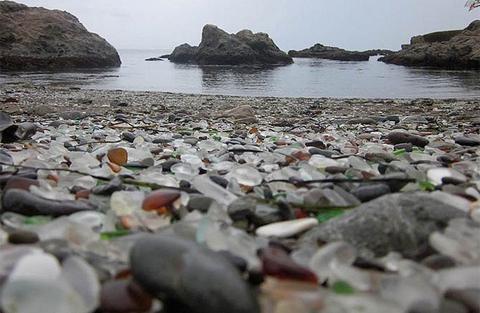 Bên ngoài khu vực Fort Bragg ở California có một nơi tuyệt đẹp được gọi là Bãi biển thủy tinh.