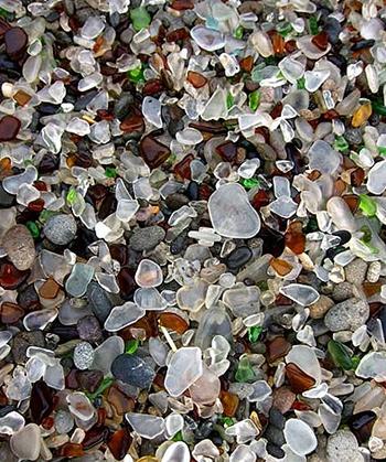 . Cơ quan này đã tiến hành dọn dẹp và quy hoạch lại, khiến cho bãi biển trở nên an toàn và sạch sẽ hơn. . Hiện nay Bãi biển thủy tinh là một trong những địa điểm du lịch nổi tiếng nhất tại California. Không ai hình dung được nơi đây từng là một trong những bãi rác lớn và tồi tệ nhất.
