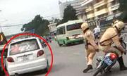 Cảnh sát đuổi bắt ôtô 'điên' như phim hành động