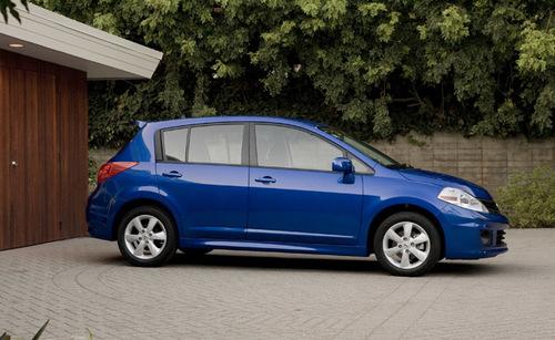 2012-versa-hatchback-11-1375245169_500x0