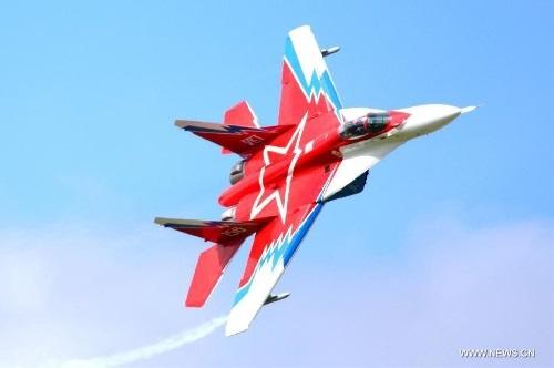 Máy bay chiến đấu MiG-29, một trong những chiến cơ được đánh giá cao hiện nay đang  nhào lộn trên không.