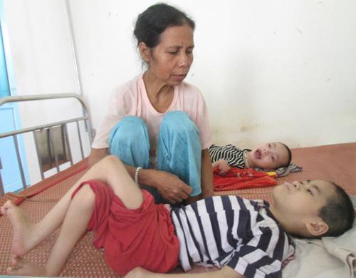 Người mẹ khéo nuôi nên ba đứa trẻ ít ốm đau.