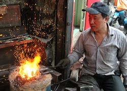 Thời bao cấp qua ký ức người thợ rèn phố cổ Hà Nội
