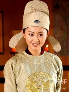 thuong-quan-uyen-nhi-5729-1379043863.jpg