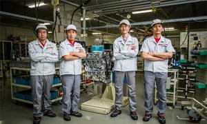 Bộ tứ nghệ nhân phía sau Nissan GT-R