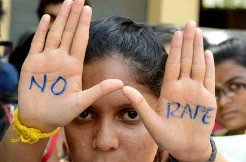 Các sinh viên đại học tham gia biểu tình chống cưỡng hiếp phụ nữ ởHyderabad hôm 13/9. Ảnh:AFP