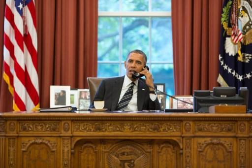 Tổng thống Mỹ Barack Obama có cuộc điện đàm lịch sử với người đồng cấp Iran Hassan Rouhani ngày hôm qua. Ảnh: AFP.
