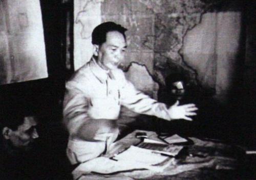 Đại tướng Tổng tư lệnh Võ Nguyên Giáp ra lệnh nổ súng vào lúc 17 giờ 30 ngày 13-3-1954, mở màn chiến dịch Điện Biên Phủ