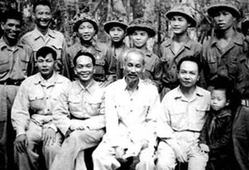 Điện Biên mừng sinh nhật Bác (19/5/1954).