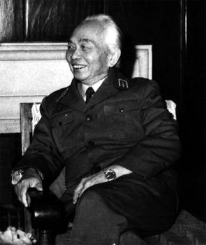 Bức ảnh Đại tướng Võ Nguyên Giáp chụp năm 1989 được in trong cuốn sách La Marseillaise du Général Giap của cựu Đại sứ Claude Blanchemaison sắp ra mắt độc giả vào ngày 10-10 tới. Ảnh: rue89.com