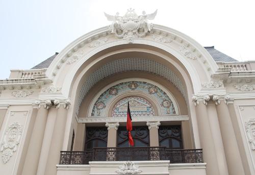 Nhà hát TP HCM.