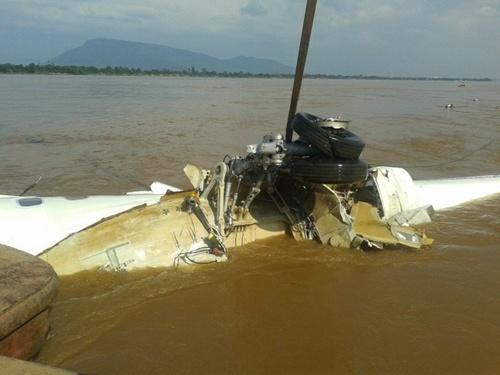 Phần thân dài 10 m của máy bay được phát hiện cách hiện trường vụ tai nạn 400 m.Ảnh: Facebook