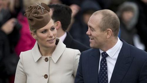 [Caption]Zara Phillips, nhà vô địch đua ngựa, cũng là em họ của William, là thành viên gia đình duy nhất được đỡ đầu cho hoàng tử George