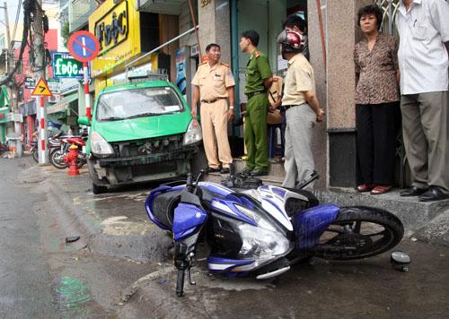 Tài xế bị tấn công bất tỉnh khiến xe đâm loạt xe. Ảnh: An Nhơn