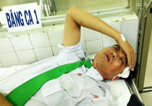 Tài xế taxi bị tấn công tại bệnh viện. Ảnh: An Nhơn