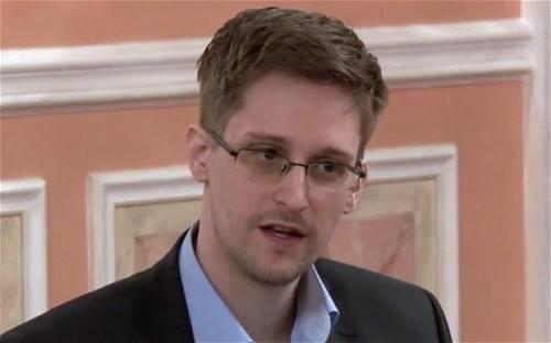 Cựu nhân viên tình báo Mỹ Edward Snowden trong buổi giới thiệu giải thưởng Sam Adams Award tại Moscow, Nga. Ảnh: AP