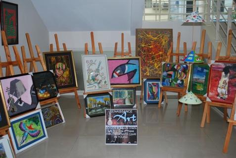 Có những bức tranh đã được đặt giá lên đến hàng trăm đôla.