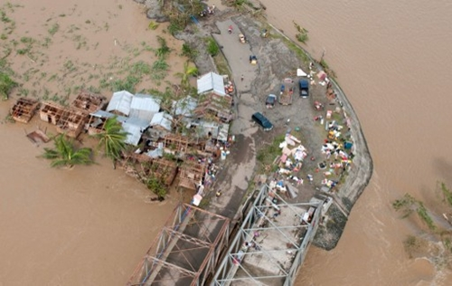Một khu vực ven biển ở Iloilo, thành phố Visayas, miền trung Philippines bị ngập lụt. Ảnh: AFP.