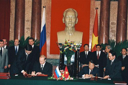 putin-vietnam-2001-2-9161-1384232718.jpg