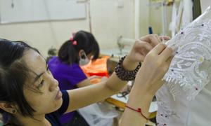 Những mảnh đời cơ nhỡ ở xưởng may áo cưới từ thiện