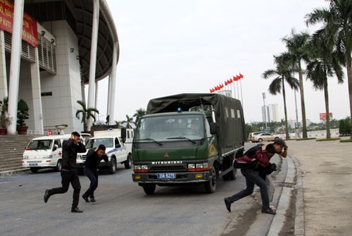 Chong-khung-bo-6-6222-1384566257.jpg