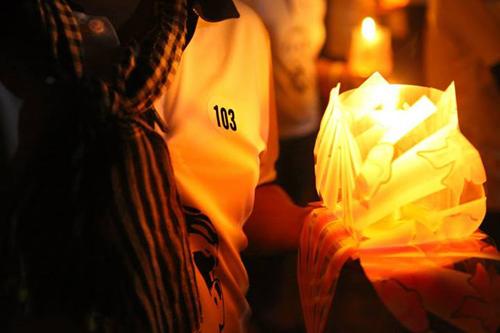 Anh Dương Danh Phận, vừa từ TP. HCMra Quảng Bìnhtham gia buổi lễ. Anhmang chiếcáo có số thứ tự103 đầy ý nghĩa.