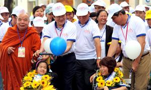 Chủ tịch nước 'sánh bước yêu thương' cùng trẻ em khuyết tật