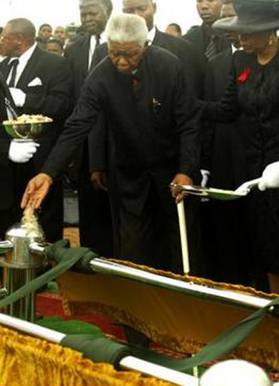 Nelson Mandela is assisted by his wife Graca Machel as he attends the burial of his son Makgatho Lewanika Mandela at the family cemetery in Qunu, Easterrn Cape, in 2005. Photo: AP