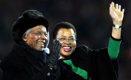 Mandela đã tái giá vào sinh nhật lần thứ 80 của ông năm 1998, với Graça Machel