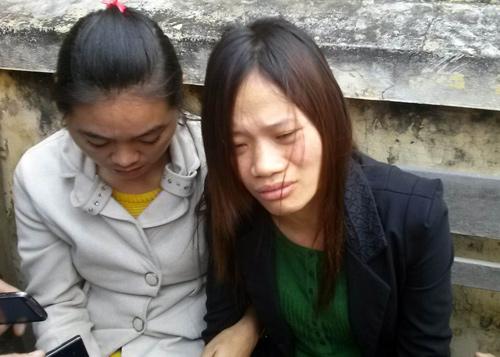 Chị Nhài, vợ nạn nhân Trường buồn bã kể lại sự việc. Ảnh: Sơn Dương