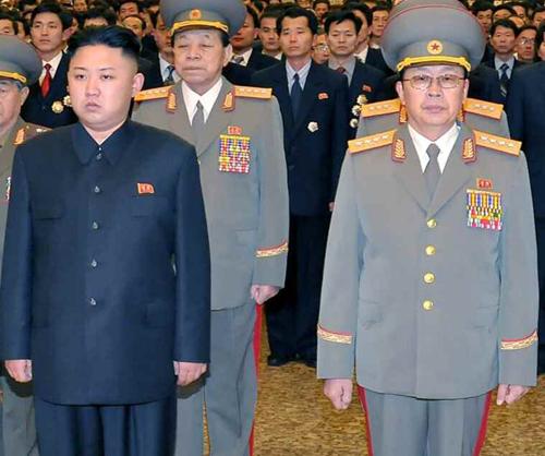 Ông Jang Song Thaek (phải) và người cháu, nhà lãnh đạo Triều Tiên Kim Jong-un, trong một sự kiện. Ảnh:Yonhap News