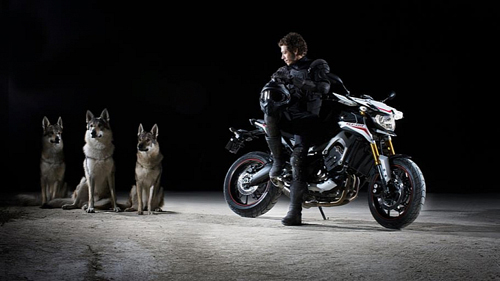 valentino-rossi-introduces-the-7941-7599
