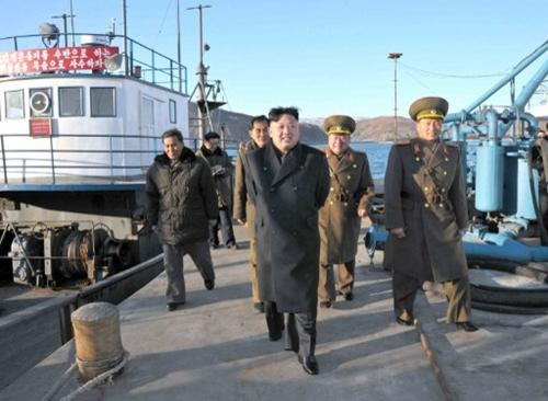 Kim Jong-un trong chuyến thăm một đơn vị quân đội vào giữa tháng 12. Ảnh: AFP.